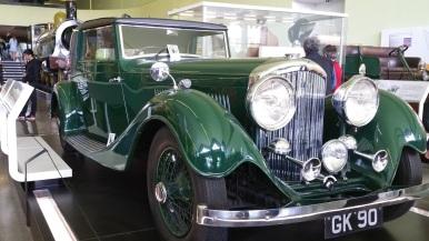 Super cool old green car